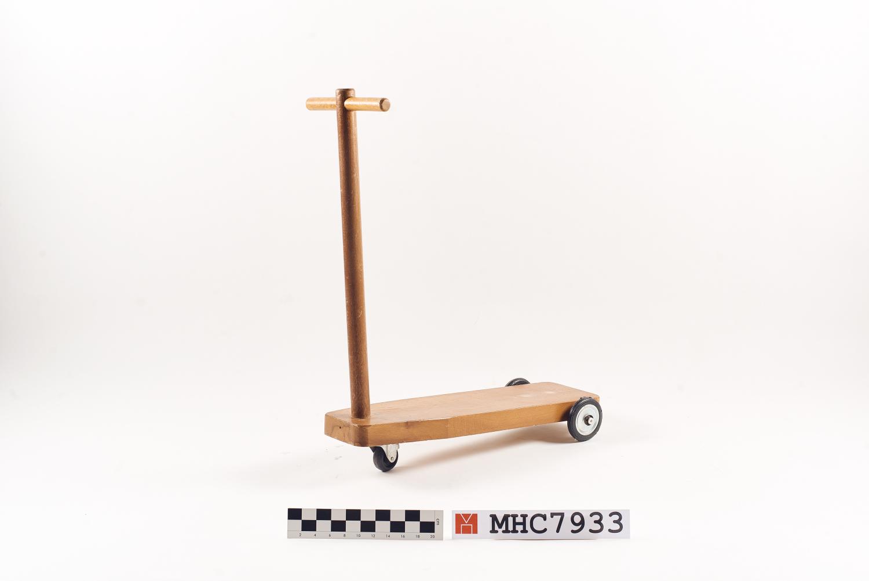 MHC7933_web