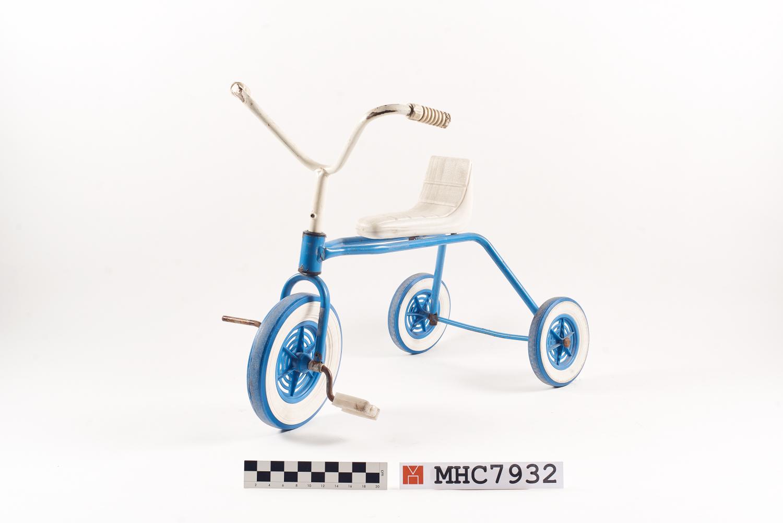 Tricicle infantil amb rodes de metall