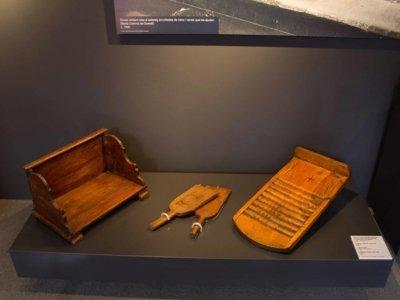 Detall dels objectes exposats a l'espai