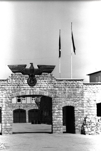 Camp de Mauthasen. Portalada principal
