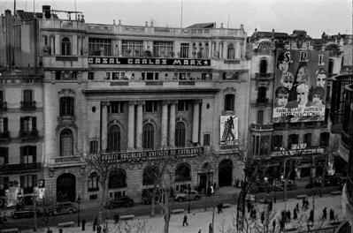 Barcelona s'emmiralla amb la revolució