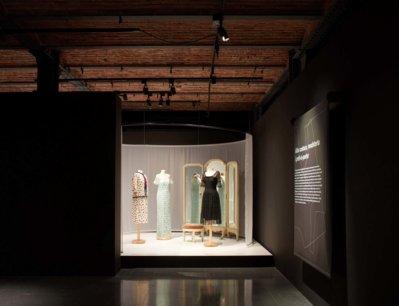 Inici de l'exposició «Moda i modistes»