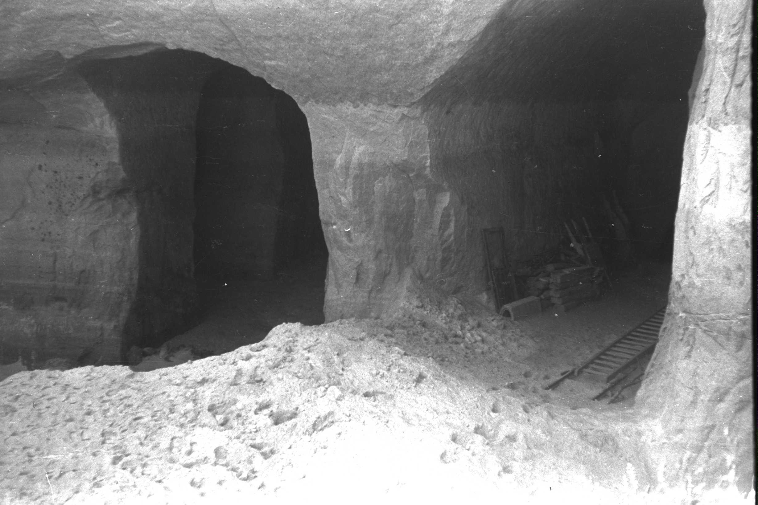 Entrades dels túnels de St. Georgen a Gusen, on hi havia instal·lades fàbriques subterrànies
