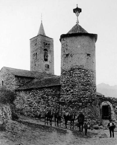Fotografia de 1900 on es veu el Comunidor de l'esglèsia Son (Valls d'Àneu, Pallars Sobirà).